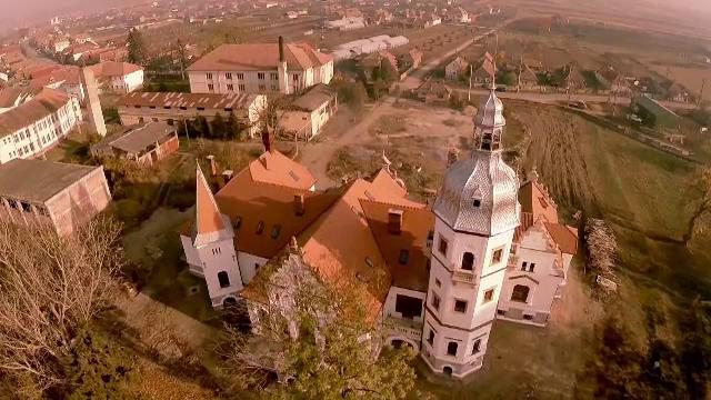 Castel vechi de 200 de ani, din Alba, pierdut la carti si devenit ruina, complet restaurat. Ce se intampla acum in cladire