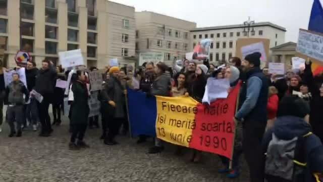 Mii de romani din diaspora au iesit in strada in solidaritate cu protestele din tara. Mesajul lor pentru Guvernul Grindeanu