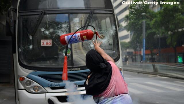 Haos si anarhie in Brazilia. Infractorii si criminalii fac prapad pe strazi, dupa ce politia a intrat in greva. GALERIE FOTO - Imaginea 2