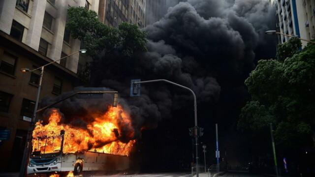 Haos si anarhie in Brazilia. Infractorii si criminalii fac prapad pe strazi, dupa ce politia a intrat in greva. GALERIE FOTO - Imaginea 7