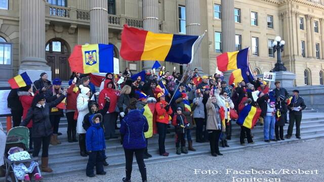 Zeci de oameni au protestat in Canada, in semn de solidaritate cu manifestatiile din Romania. \