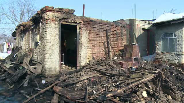 O batrana din Dambovita a ars de vie in casa pentru ca vecinii nu au avut cu ce sa stinga focul. \