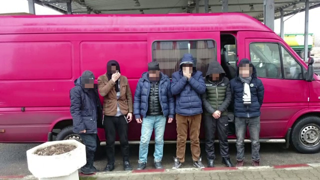 Doi ucraineni, prinsi la Vama Petea cand incercau sa scoata ilegal 6 barbati din tara. Ce decizie au luat politistii