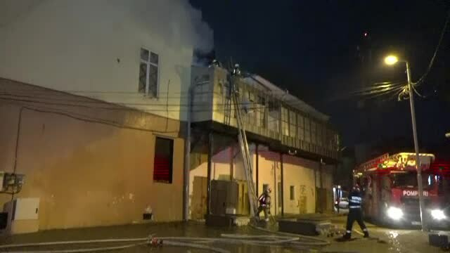 Incendiu la o locuinţă socială din Botoşani. O familie cu 6 copii a rămas pe drumuri