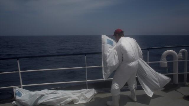 90 de migranţi s-ar fi înecat în Mediterană, după ce ambarcaţiunea lor s-a scufundat
