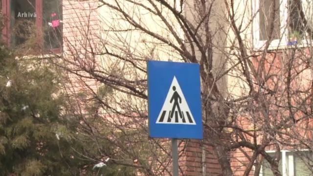 Fetiță de 12 ani din Buzău, lovită de o mașină în timp ce trecea strada