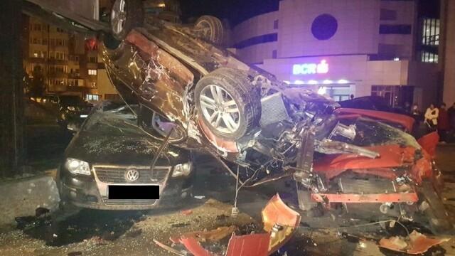 """O șoferiță a distrus 11 mașini și un stâlp, în Constanța. Martor: """"E apocaliptic"""""""