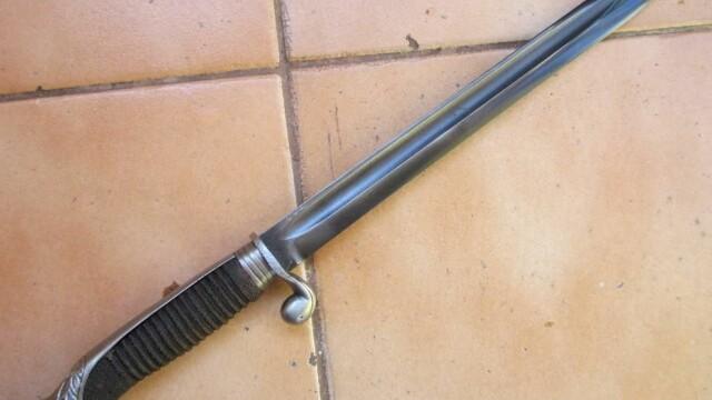 Tânăr din Târgu Jiu înjunghiat cu o baionetă de prietenul lui. Agresorul, arestat preventiv
