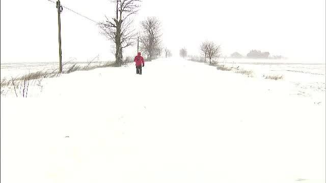 A treia zi de ger și ninsori. Situație critică în Dobrogea: toate drumurile naționale din Călărași sunt blocate