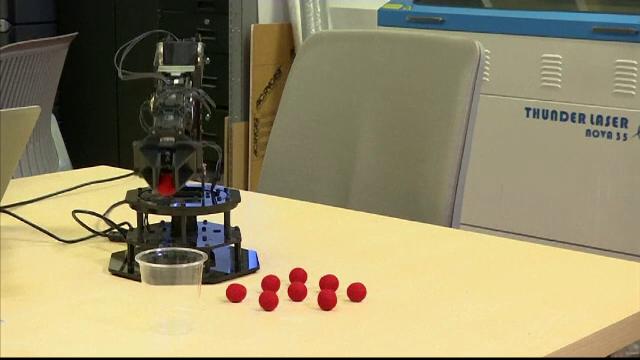 Robotul cu imaginaţie. Ce ştie să facă invenţia unor ingineri din New York
