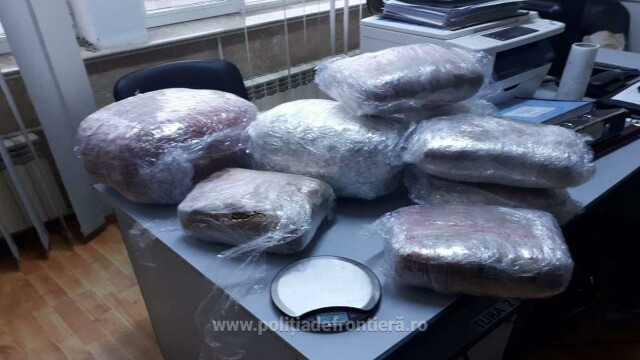 12,5 kg de cannabis găsite în geamantanul unui grec, în Vama Giurgiu