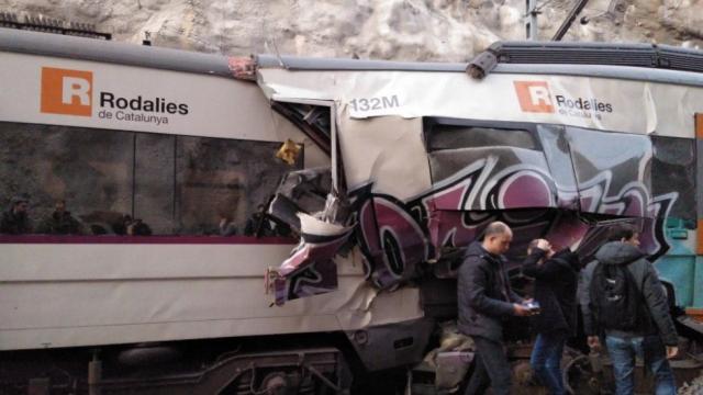 """Accident feroviar grav lângă Barcelona, cu un mort și 100 de răniți. """"Am simțit că zbor"""""""