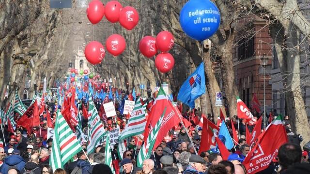 Protest cu 200.000 de oameni, în Roma
