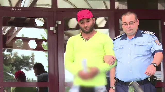 13 ani de închisoare pentru bărbatul fără permis care a luat un polițist pe capotă