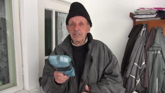 Doi hoți care păcăleau oamenii la telefon, prinși cu ajutorul unui bătrân de 88 de ani