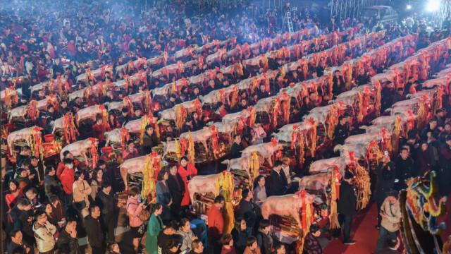 Porci cu portocale în gură, ofrandă pentru Împăratul de Jad într-o ceremonie din China