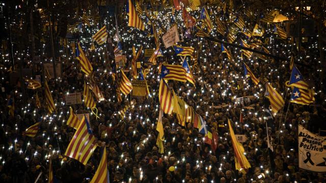 Cel puţin 200.000 de oameni au manifestat la Barcelona contra procesului intentat liderilor catalani - Imaginea 1