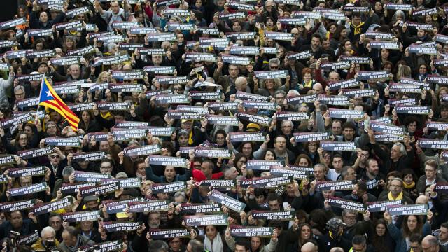Cel puţin 200.000 de oameni au manifestat la Barcelona contra procesului intentat liderilor catalani - Imaginea 2