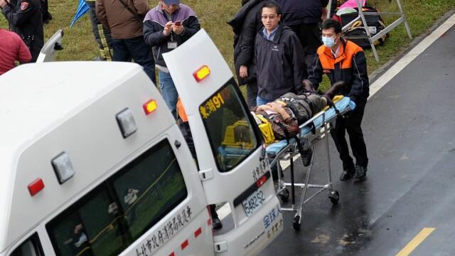 Supraviețuire miraculoasă a unui tânăr, după ce a căzut de la etajul 13. Ce l-a salvat
