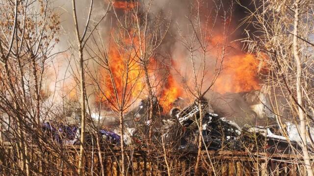 Incendiu puternic la un depozit de mașini. Alertă ISU: Nor toxic de fum. FOTO și VIDEO