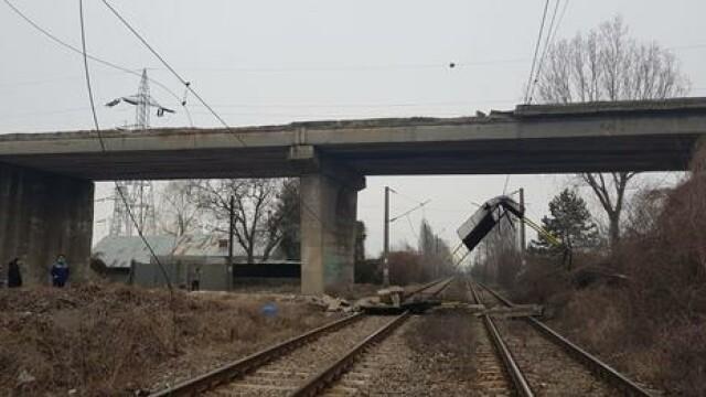 Podul căzut la Ploieşti putea zdrobi zeci de oameni. Oficial: