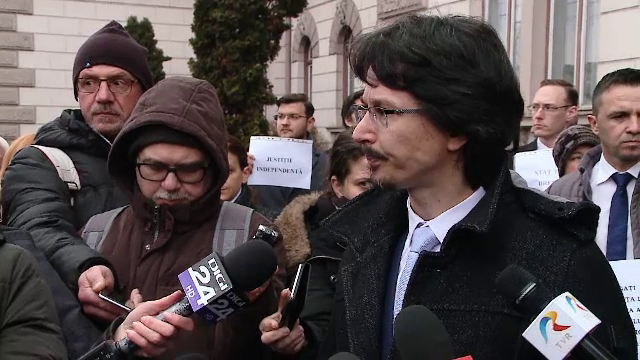 OUG pe Legile Justiţiei a scos magistraţii în stradă. Ar putea urma o grevă fără precedent - Imaginea 3