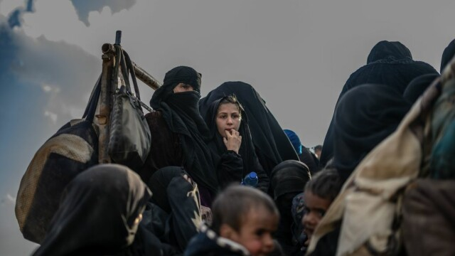 Povestea sclavelor sexuale ale ISIS, vândute de jihadiști ca la piață