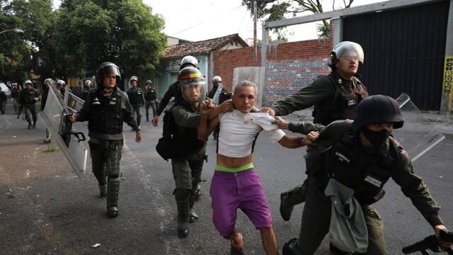 Maduro, trădat de peste 100 de membri ai forțelor de ordine. Au fugit în Columbia