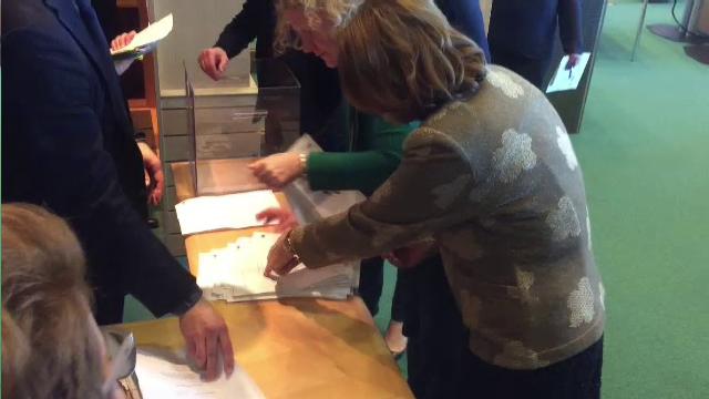 Momentul în care Maria Grapini sare peste un vot în favoarea lui Kovesi. Cine a renumărat - Imaginea 1