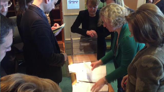 Momentul în care Maria Grapini sare peste un vot în favoarea lui Kovesi. Cine a renumărat - Imaginea 4