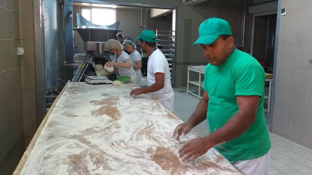 Revolta la Ditrau, Harghita, dupa angajarea unor asiatici la fabrica de paine - 3