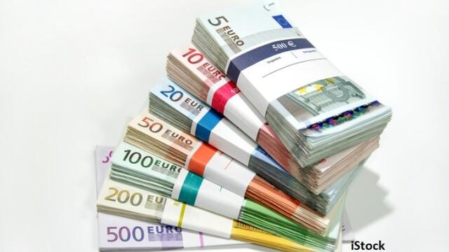 Euro a trecut de pragul psihologic de 4,8 lei. Care sunt consecințele