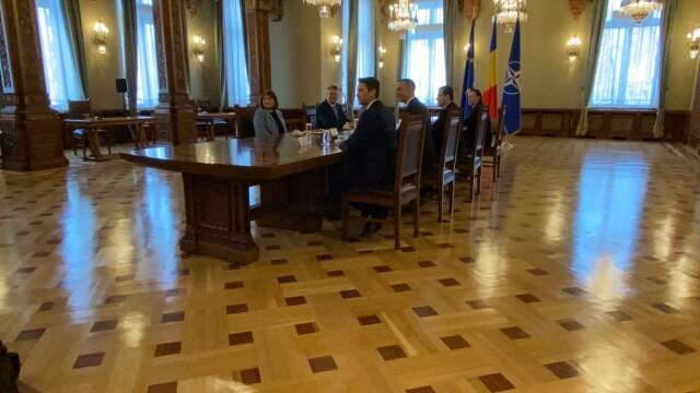 """Consultări la Cotroceni. Orban, """"premierul de sacrificiu"""" prin care Iohannis forțează anticipatele - Imaginea 1"""