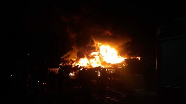 VIDEO. Incendiu violent în Ilfov. O hală de producție a fost mistuită de flăcări - Imaginea 2