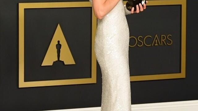 Top 10 cele mai frumoase ținute de la Premiile Oscar 2020 - Imaginea 17
