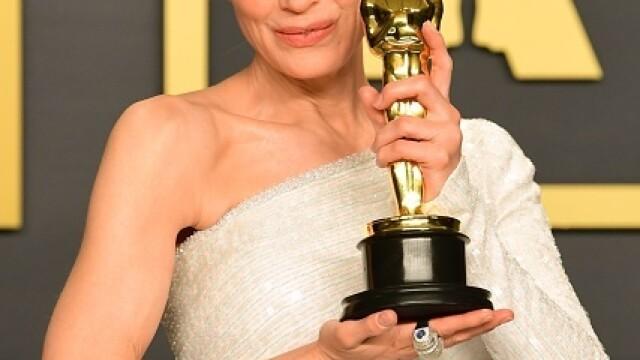 Top 10 cele mai frumoase ținute de la Premiile Oscar 2020 - Imaginea 18