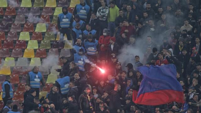 Dinamo - FCSB, scor 2-1. Meciul a fost oprit de două ori, un jucător a ajuns la spital - Imaginea 4
