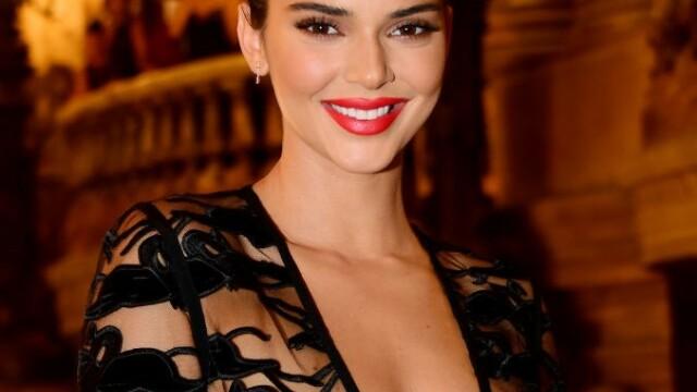 FOTO. Imagini incendiare cu Kendall Jenner. Model a pozat topless pentru o revistă - Imaginea 1