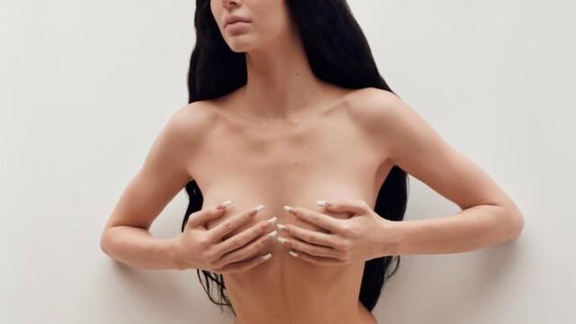 FOTO. Imagini incendiare cu Kendall Jenner. Model a pozat topless pentru o revistă - Imaginea 2