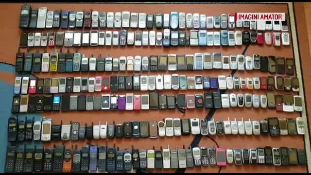 Un băcăuan a reușit să adune zeci de telefoane dispărute de pe piață, toate funcționale