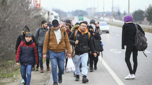 """Turcia deschide """"porțile"""" refugiaților sirieni către Europa. Grecia și-a dublat patrulele, Bulgaria sporește controalele - Imaginea 2"""