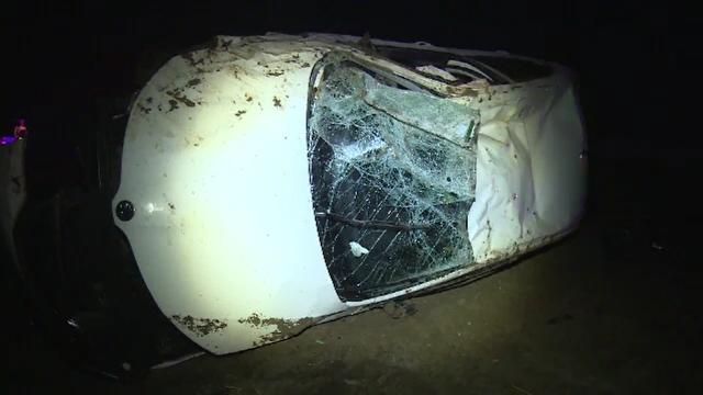 Un şofer de 21 de ani a lovit un autoturism care circula regulamentar, iar apoi s-a răsturnat