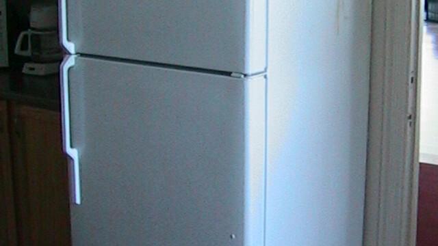 Si-a batut socrul cu o cratita, pentru ca a golit frigiderul!
