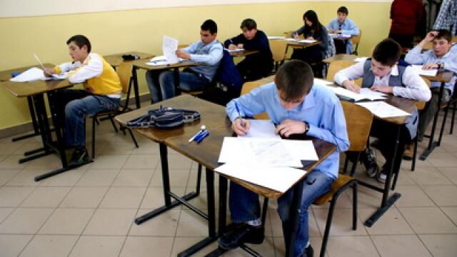 Stiri interne pe scurt: Intoarcerea elevilor din vacanta