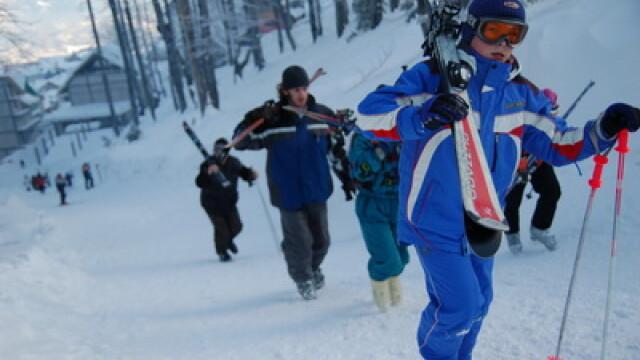 Pentru schiori, distractia pe partii e departe de a se fi terminat!