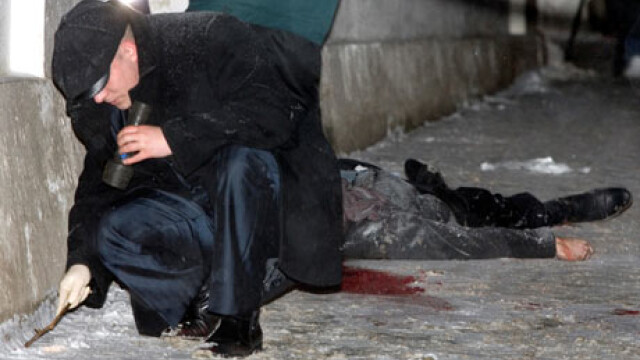 Un avocat rus si o jurnalista au fost ciuruiti de gloante, in plina strada
