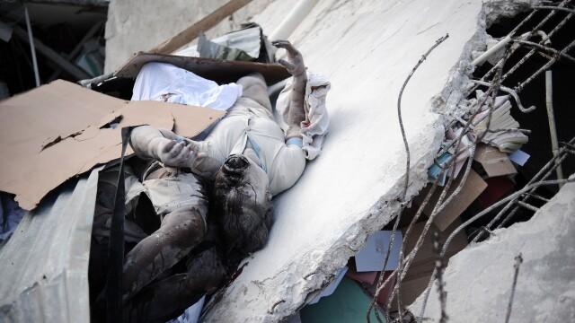 Miracol in Haiti! Doi copii au fost scosi vii de sub daramaturi! - Imaginea 6