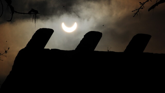 Prima eclipsa partiala de soare din 2011 a durat trei ore. VIDEO si FOTO! - Imaginea 5