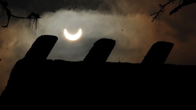 Prima eclipsa partiala de soare din 2011 a durat trei ore. VIDEO si FOTO! - Imaginea 6