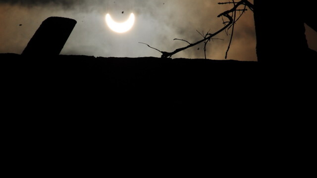 Prima eclipsa partiala de soare din 2011 a durat trei ore. VIDEO si FOTO! - Imaginea 7